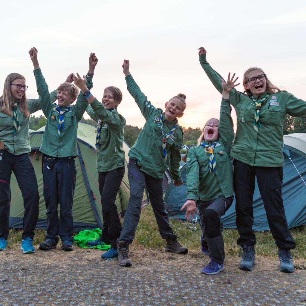 Fra Venstre: Ane Margit Helleberg, Gabriel Engdal, Olav Rom, Eline Randen, Alva Serholt Jensen, Miriam Eline Bergan. Foto: Tomas Liberg Foshaugen.